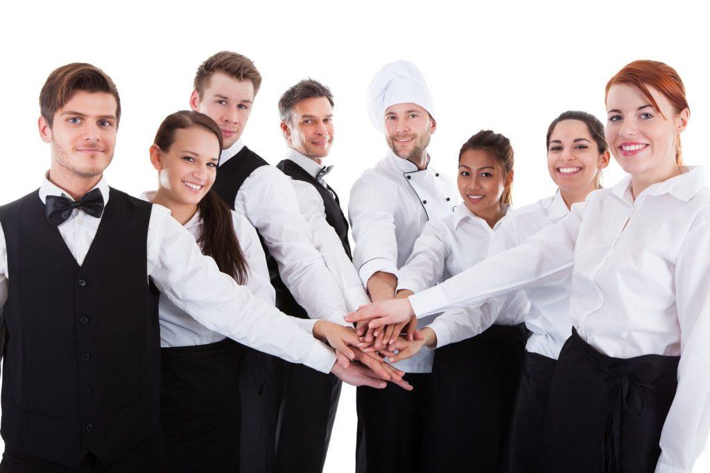 Фото сотрудников заведения общественного питания в корпоративной одежде