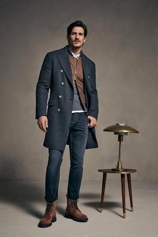 Фото мужчины в поло, свитере и пальто