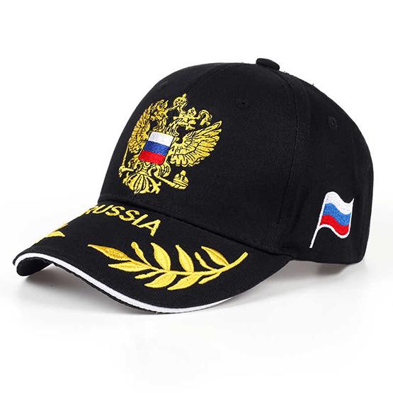 Изображение черной кепки с вышитым гербом России на лобной части над козырьком